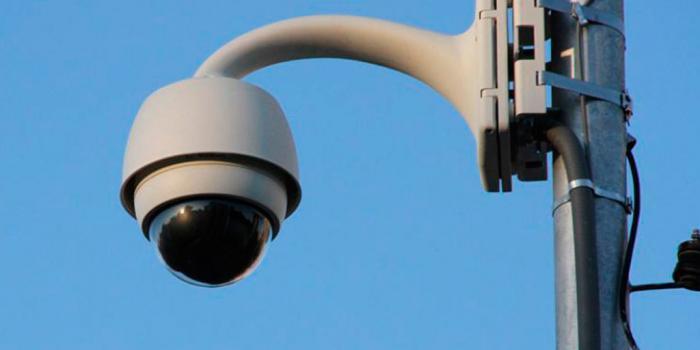 Uso de los flejes BAND-IT en cámaras y postes.
