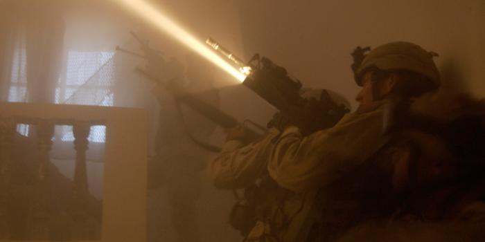 Uso de linternas FULTON en el sector militar.